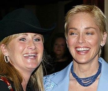 Sharon ve Kelly Stone